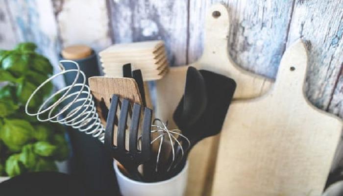 7 Easy Tips to Clean Burnt Utensils
