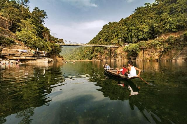 Explore the beauty of Nature with these Pictures of Umngot river – Clearest Water River in India