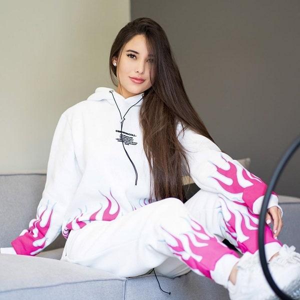 Angie Varona Instagram